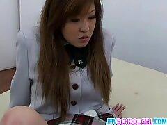 Hottie Aya Sakaki suka memberikan blowjobs yang hebat