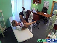 Fakehospital traviesas ash-Enfermera Rubia consigue la atención total de los doctores
