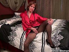 Pantyhosed milf can't control her raging hormones