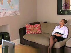 UK milf sucking in sixtynine pose at casting