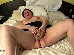 BBW (Gordas Ricas) Madre real jugando en su cama